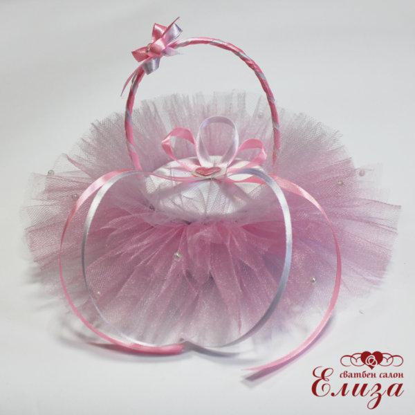 Кошничка за брачни пръстени в бяло и розово
